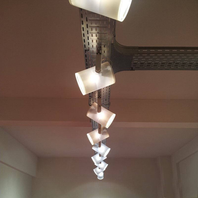 die zich richt op interieurontwerp tuinarchitectuur en een compleet eigen design merk voor meubelen verlichting en accessoires voor binnen en buiten